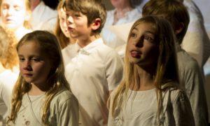 groupe enfants qui chantent
