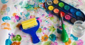 accessoires peinture sur papier coloré